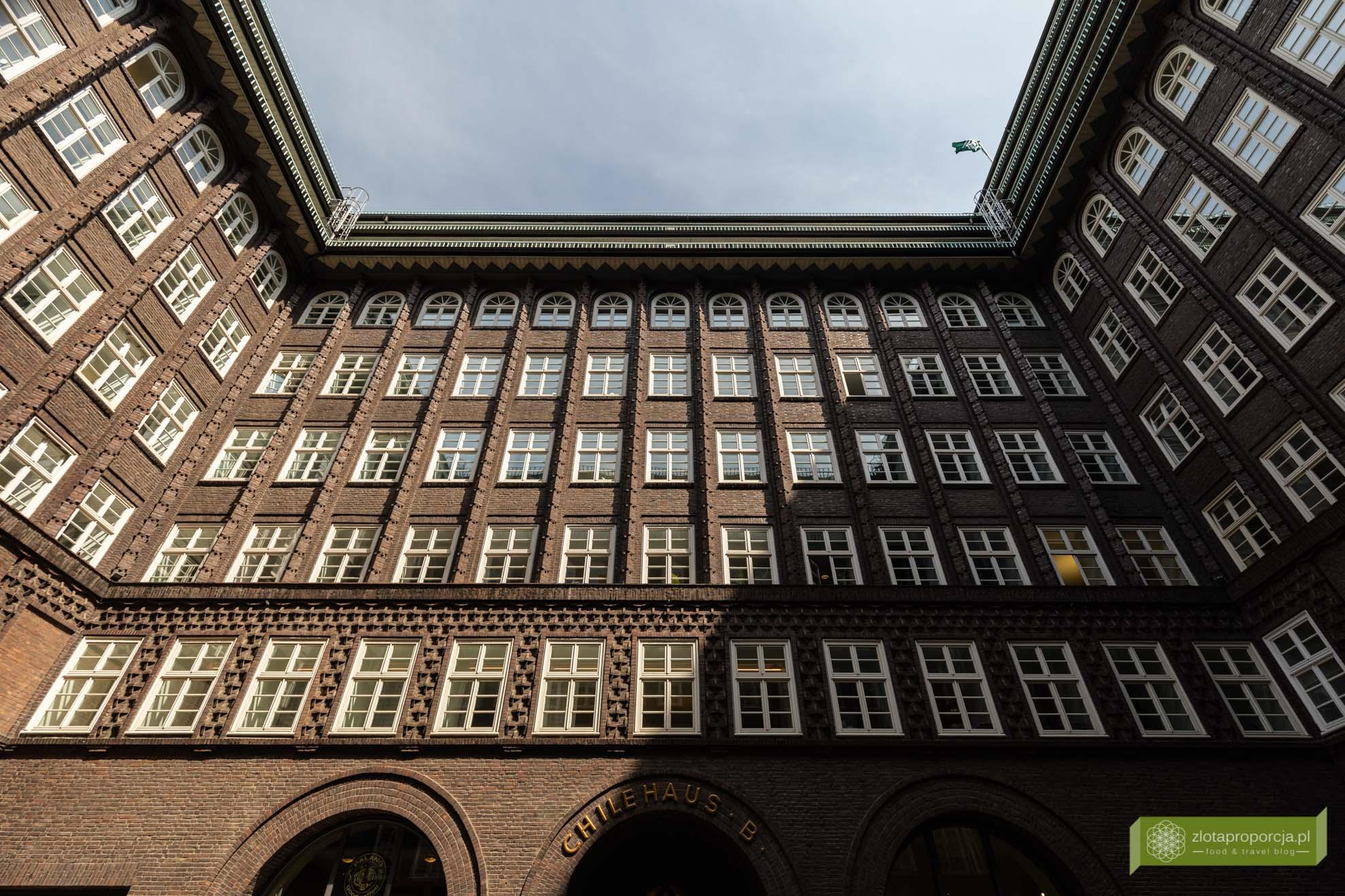 Hamburg, atrakcje Hamburga, Niemcy; Chilehaus, Kontorhausviertel, ekspresjonizm ceglany;