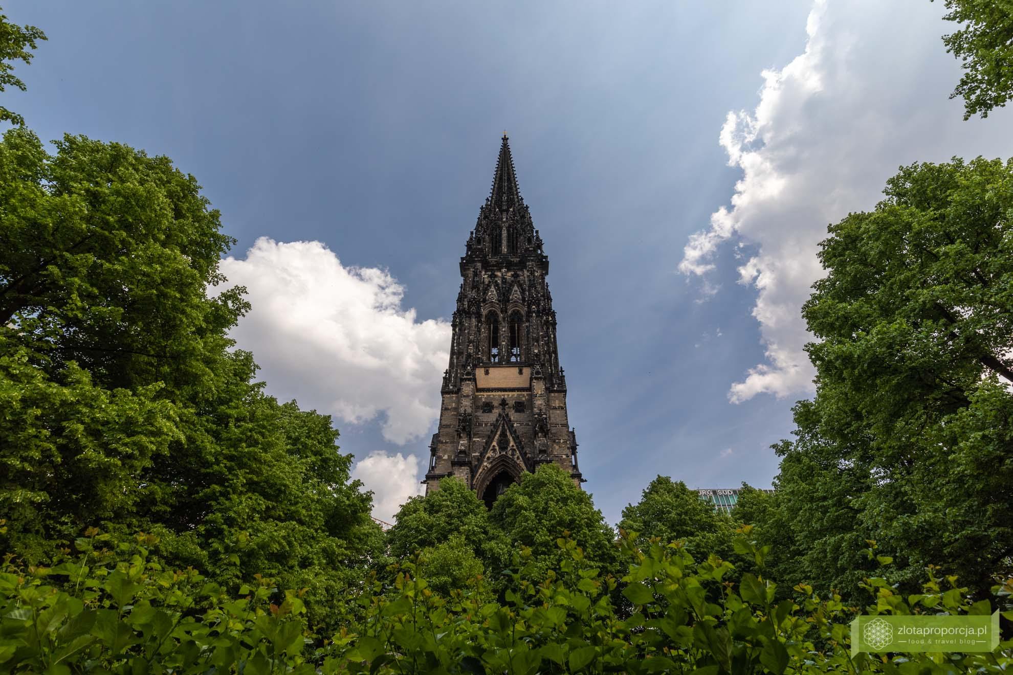 Hamburg, atrakcje Hamburga, Niemcy; Kościół św. Mikołaja w Hamburgu; panorama Hamburga;
