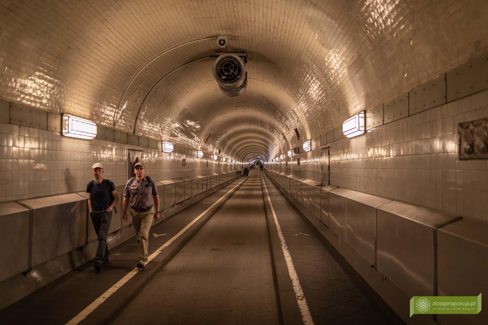 Hamburg, atrakcje Hamburga, Niemcy; Alter Elbtunnel; tunel pod Łabą; Hamburg tunel;