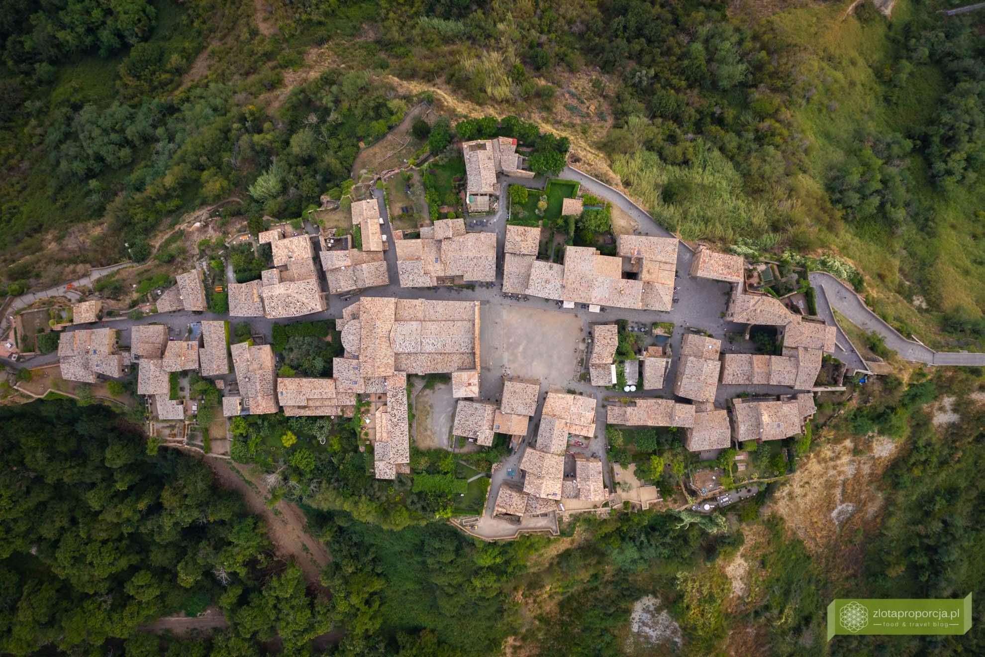 Civita di Bagnoregio; Lacjum; Włochy; Bagnoregio; umierające miasto w Lacjum; miasto na skale Włochy; opuszczone miasto Włochy;
