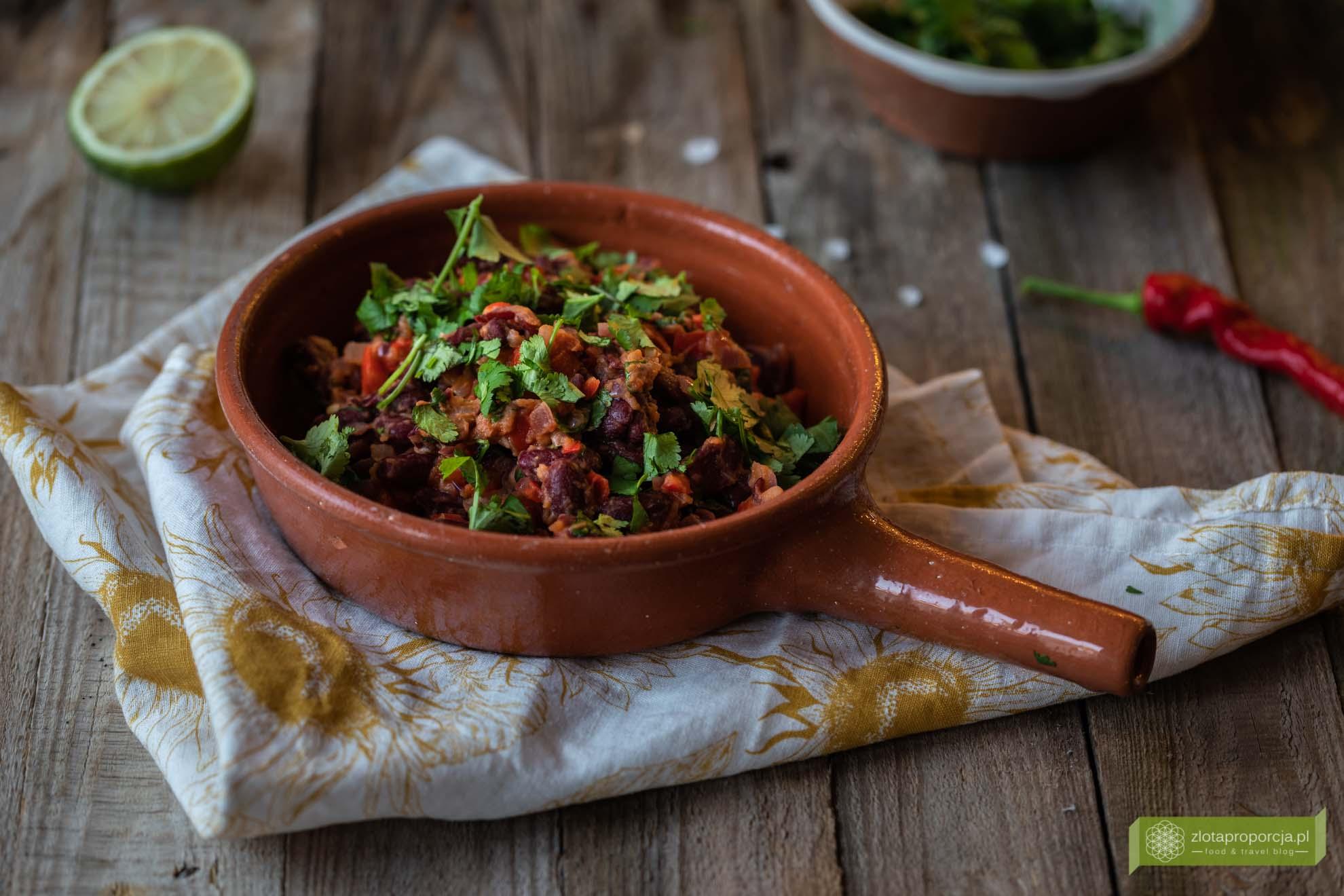 kuchnia meksykańska; potrawy meksykańskie; Quesadilla wegetariańska; quesadilla z czerwoną fasolą; farsz z czerwonej fasoli;