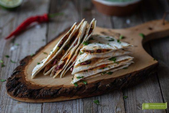 kuchnia meksykańska; potrawy meksykańskie; Quesadilla wegetariańska; quesadilla z czerwoną fasolą; quesadilla z farszem z czerwonej fasoli;