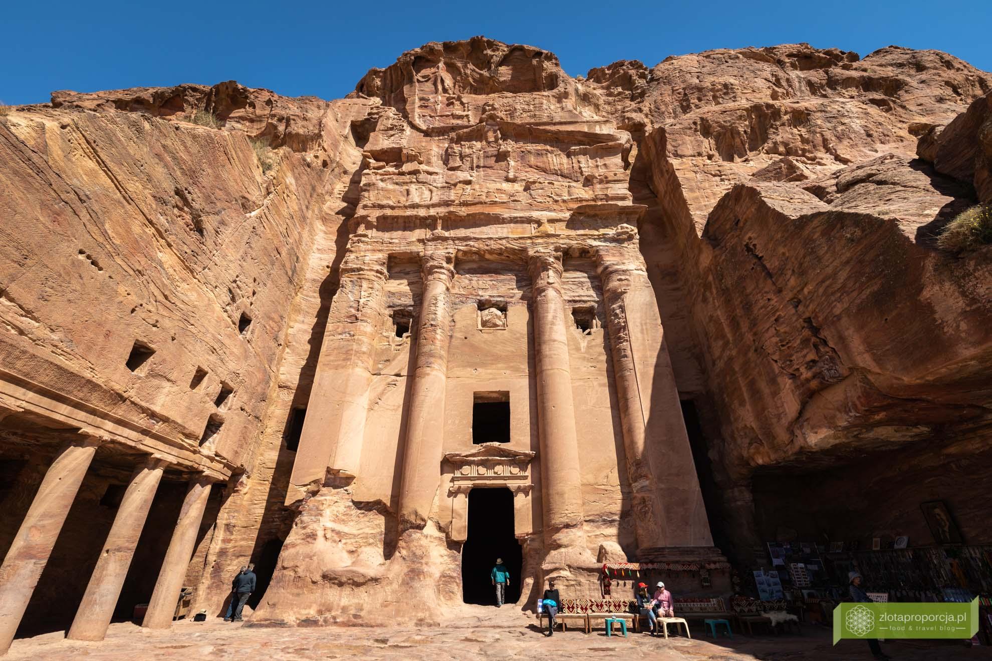 Petra; Jordania; atrakcje Petry; miasto wykute w skale; Petra Jordania; Petra cud świata; miasto Nabatejczyków; Grobowce Królewskie Petra;