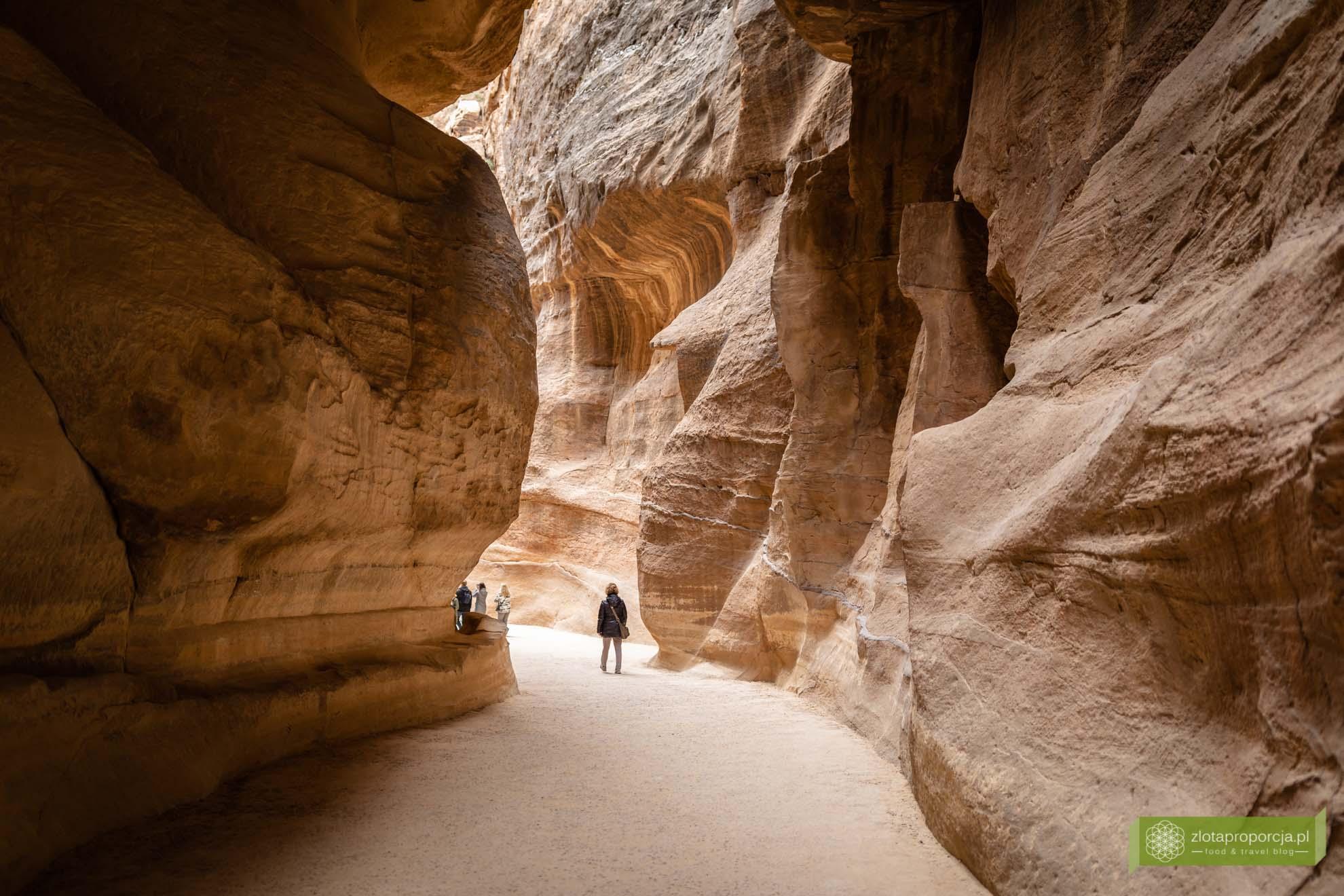 Petra; Jordania; atrakcje Petry; miasto wykute w skale; Petra Jordania; Petra cud świata; miasto Nabatejczyków; Wąwóz Bab As-Sik; Wąwóz Petra; As Siq;