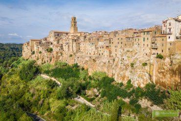 Pitigliano; Toskania; miasto na tufie; miasto na tufie w Toskanii; Pitigliano zwiedzanie; Pitigliano Toskania; Toskania atrakcje; południowa Toskania; panorama Pitigliano;