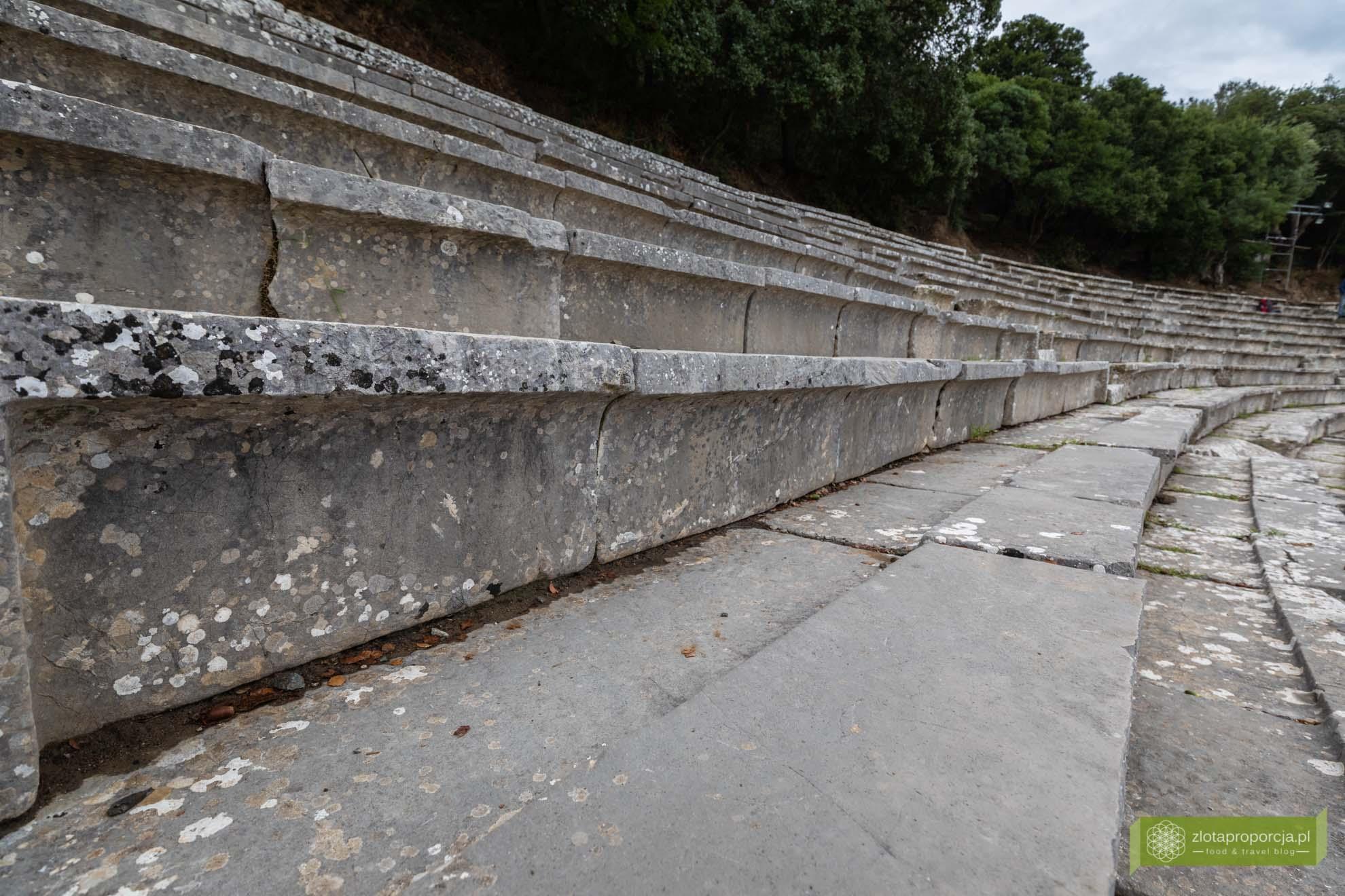 Teatr w Epidauros; Epidauros; Peloponez; atrakcje Peloponezu; najlepiej zachowany teatr antyczny; Zatoka Sarońska; atrakcje Grecji; okolice Aten;