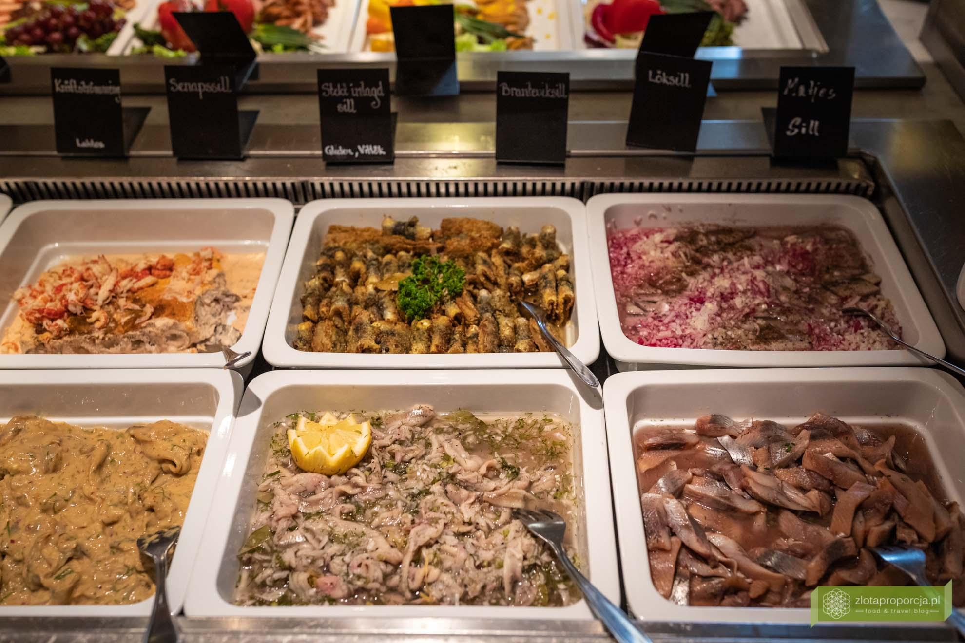 Skania, kuchnia Skanii; co zjeść w Skanii; kuchnia szwedzka; szwedzkie potrawy; szwedzki stół.; śledzie;