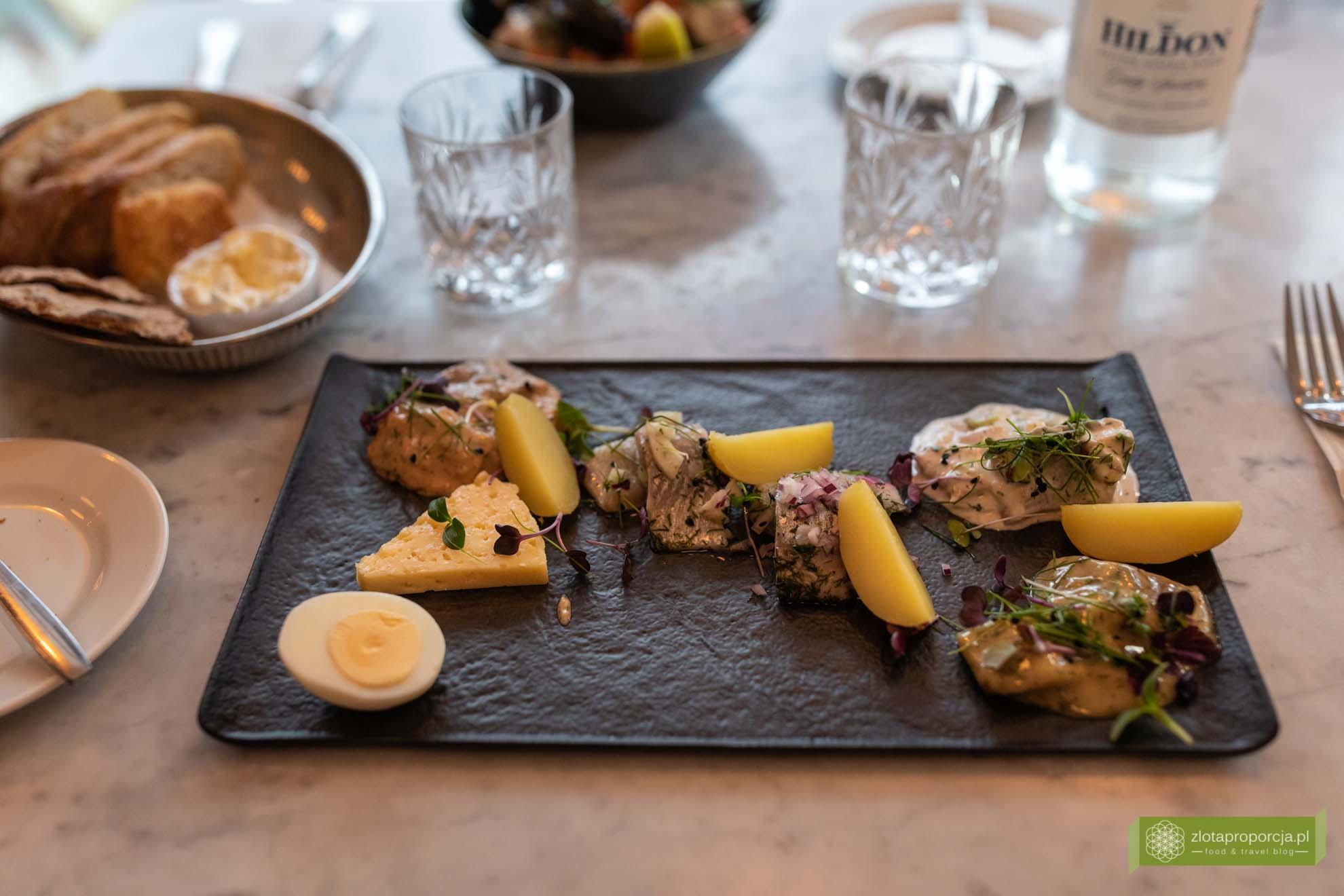 Skania, kuchnia Skanii; co zjeść w Skanii; kuchnia szwedzka; szwedzkie potrawy; Johan P.; śledzie;