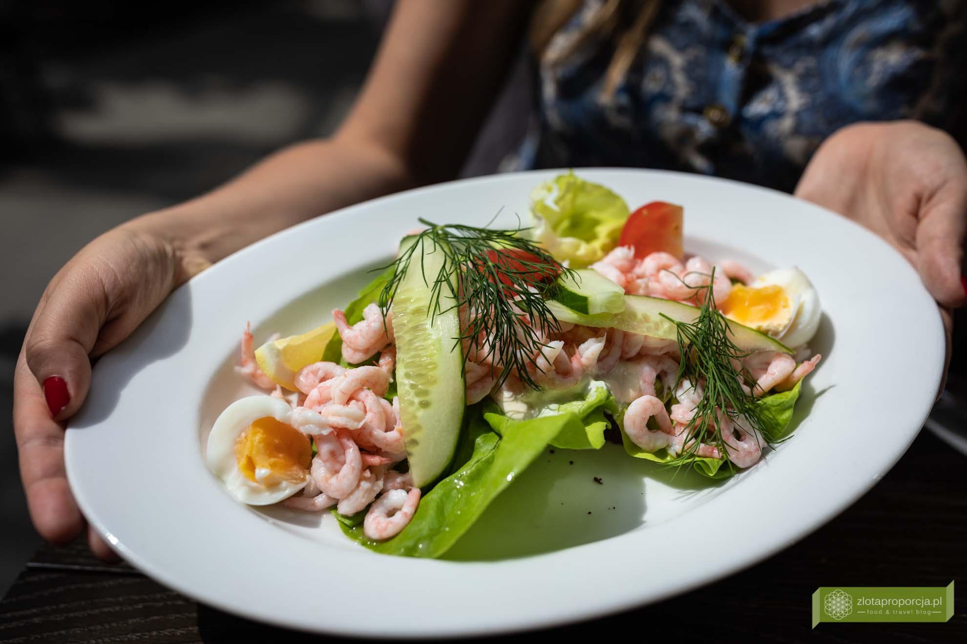 Skania, kuchnia Skanii; co zjeść w Skanii; kuchnia szwedzka; szwedzkie potrawy; Lunds saluhall; Räksmörgås, szwedzka kanapka z krewetkami