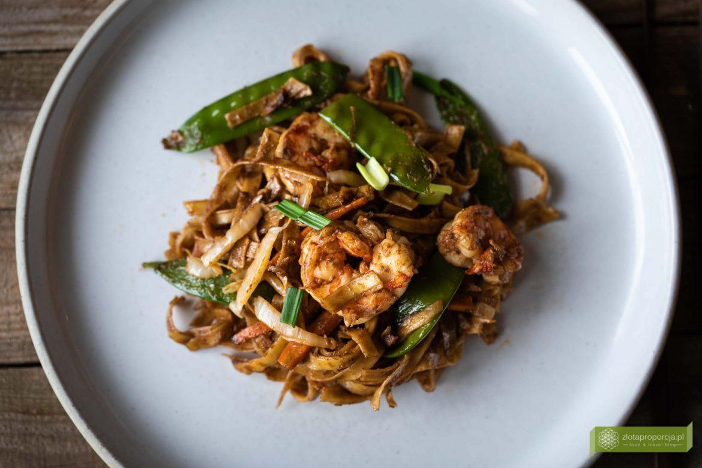 makaron smażony po birmańsku; makaron smażony z krewetkami; makaron smażony z warzywami; smażony makaron z krewetkami; kuchnia Birmy; kuchnia birmańska; makaron smażony z kurczakiem; makaron smażony z wieprzowiną;