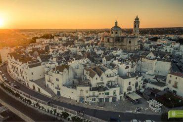 Locorotondo; Apulia; Valle d'Itria; kraina trulli; okolice Alberobello; białe miasteczko; atrakcje Apulii;