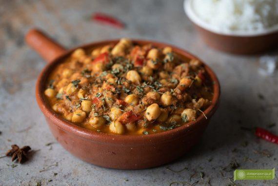 curry z ciecierzycy; pomidorowe curry z ciecierzycy; curry z ciecierzycy i pomidorami; kuchnia indyjska; curry z ciecierzycą; curry z ciecierzycą i pomidorami; curry z ciecierzycy z liścmi kozieradki; przepis na curry z ciecierzycy;
