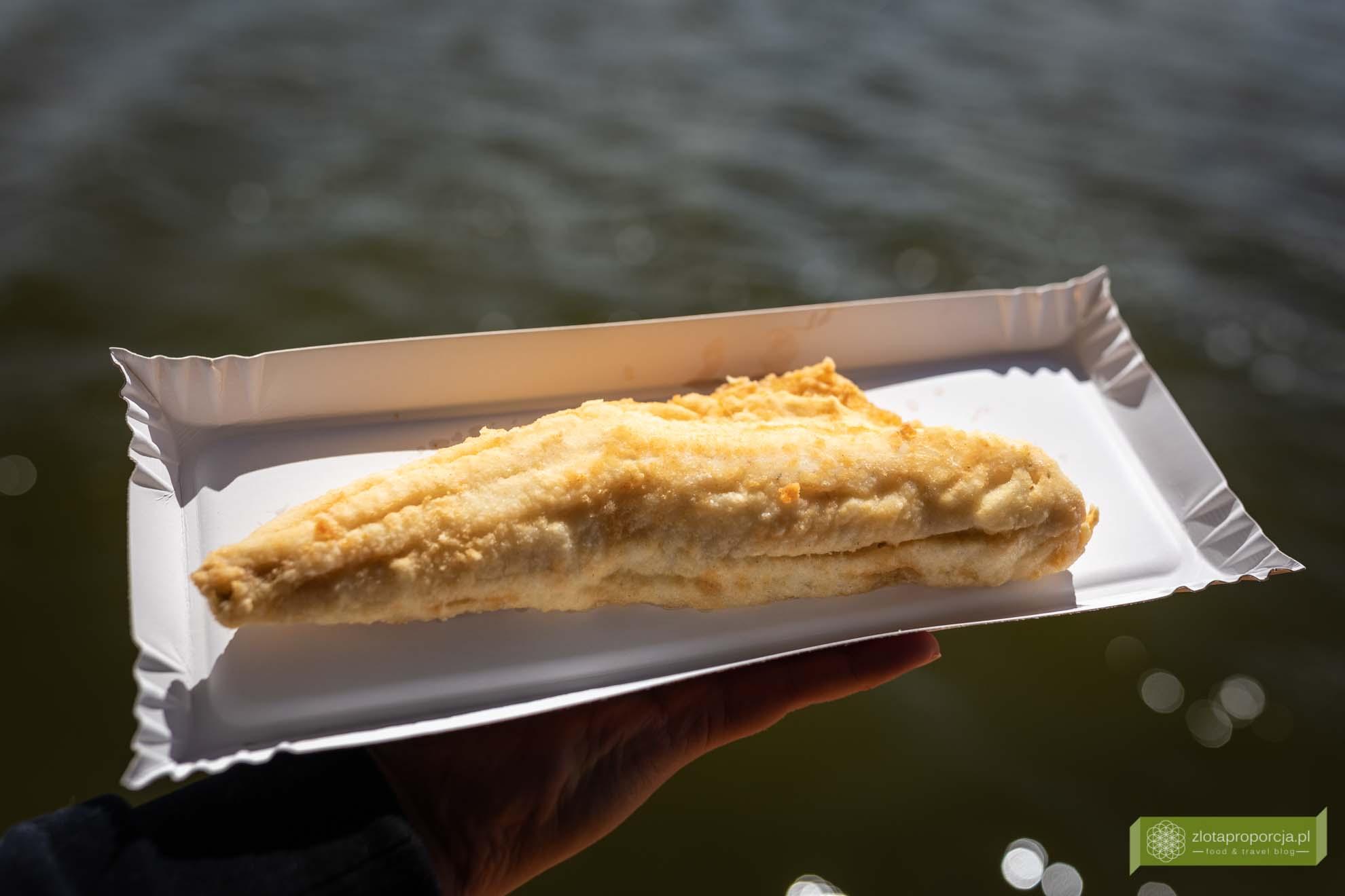 Żeglarska Smażalnia; Żeglarska Smażalnia na jeziorze Szymon; Mazury; jezioro Szymon; gdzie zjeść na Mazurach; smażalnia ryb Mazury; Fishbarka;