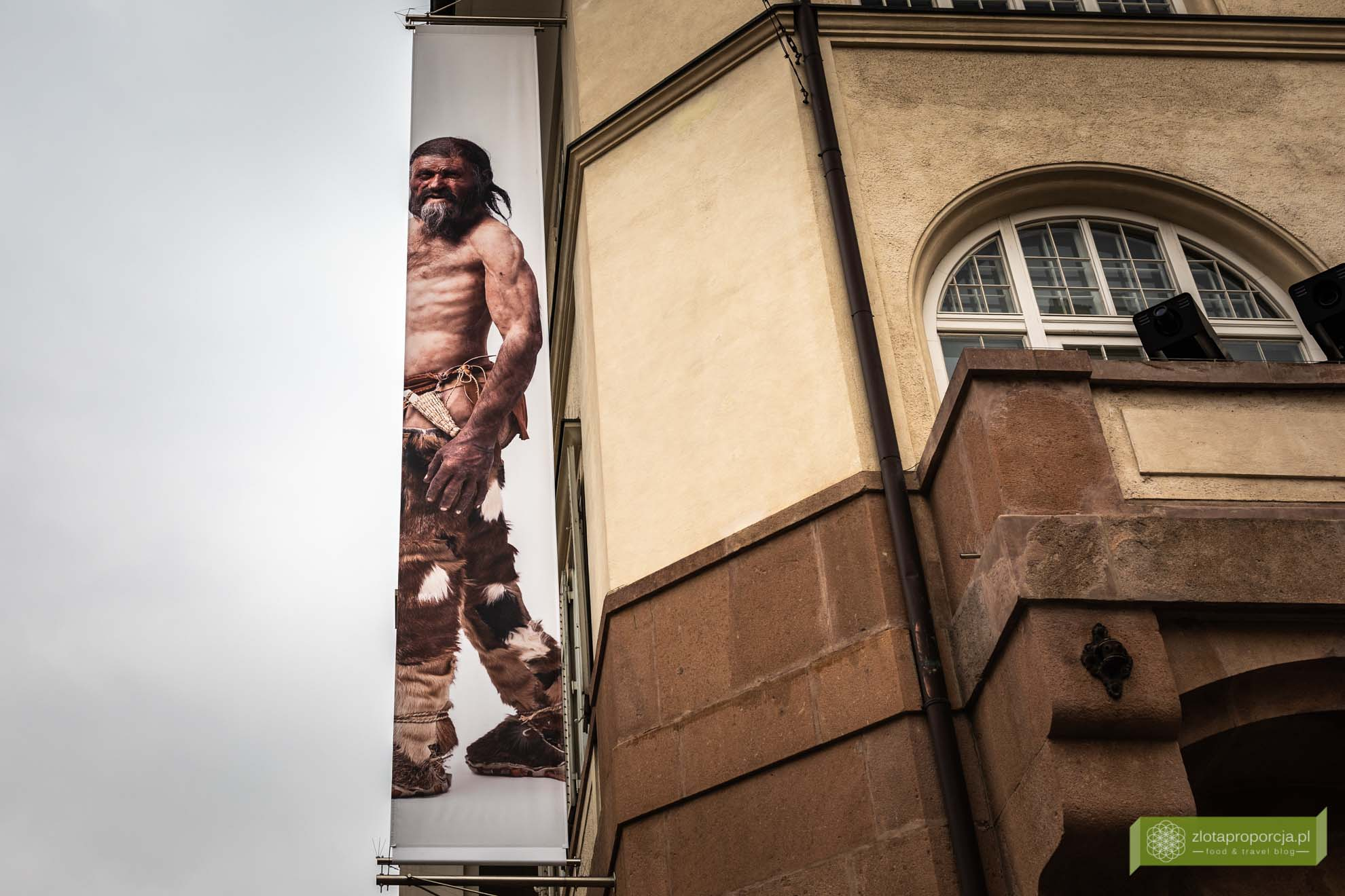 Ötzi, Muzeum Archeologicznym Górnej Adygi w Bolzano; Bolzano; Południowy Tyrol; stolica Południowego Tyrolu; atrakcje Południowego Tyrolu; Bolzano atrakcje; Bolzano Włochy; Otzi
