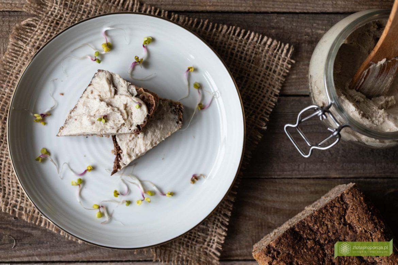 masło śledziowe; masełko śledziowe; pasta do chleba ze śledziem; pasta śledziowa; masło ze śledzia;