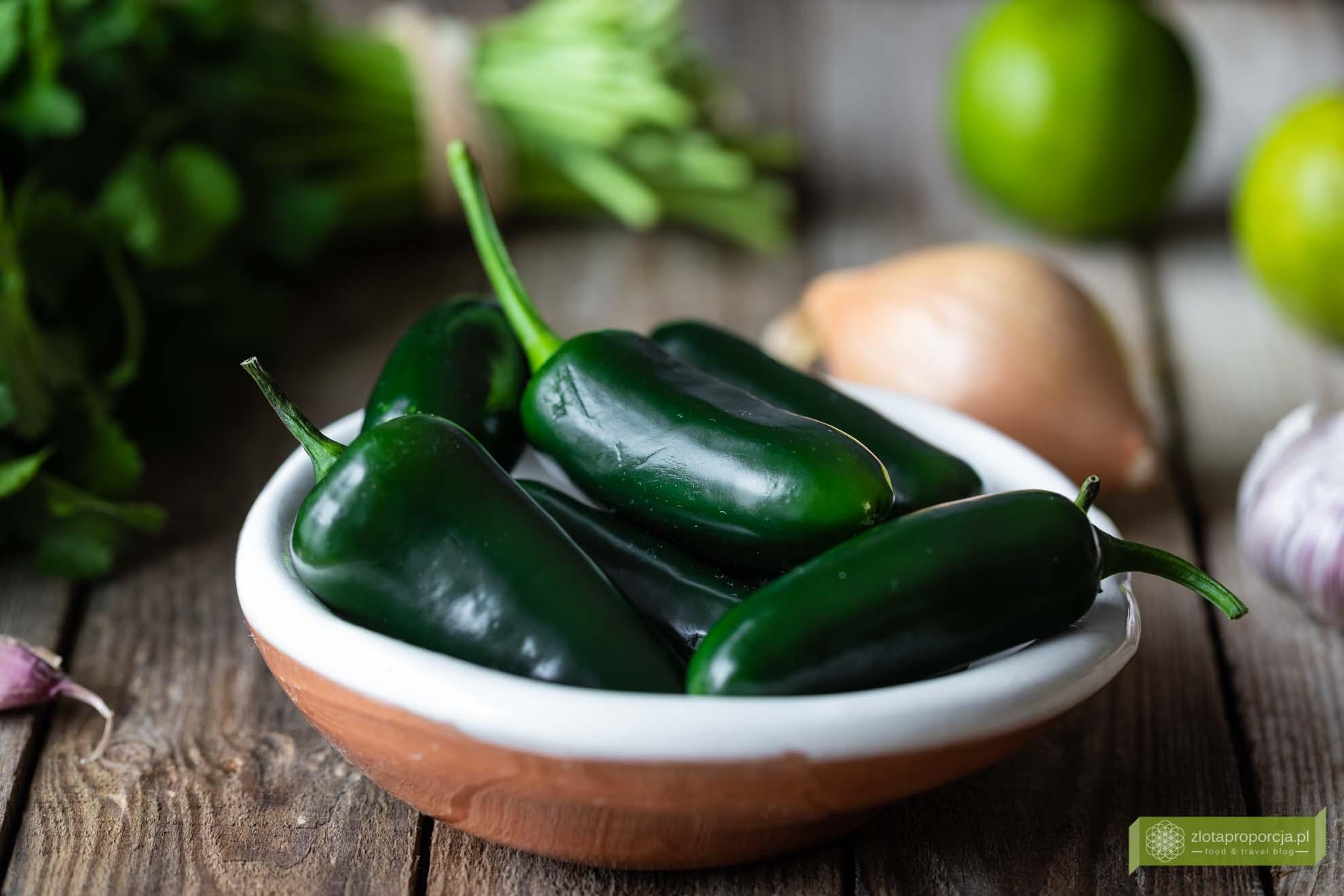 salsa jalapeno; salsa z papryczek jalapeno; ostra salsa meksykańska; salsa do nachosów; ostra salsa do nachosów; kuchnia meksykańska; salsa meksykańska; salsa z jalapeno; salsa z ostrych papryczek;