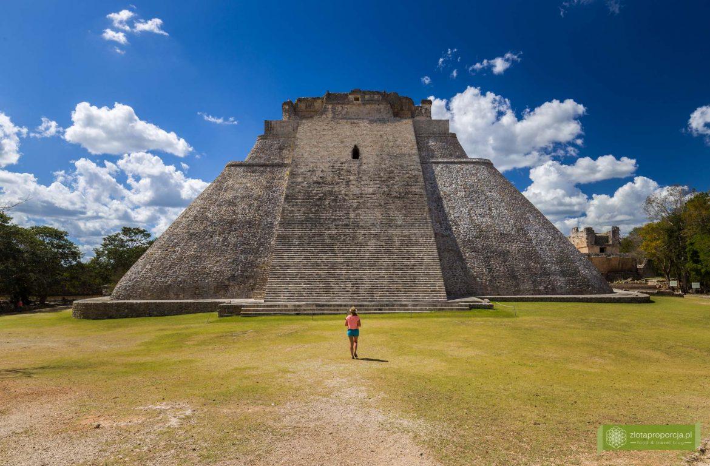 Uxmal; strefa archeologiczna Uxmal; Miasto Majów Uxmal; Uxmal zwiedzanie; Jukatan; Meksyk; Miasto Majów; Puuc; Ruta Puuc; Piramida Uxmal; Piramida Wróżbity; Piramida Czarownika;