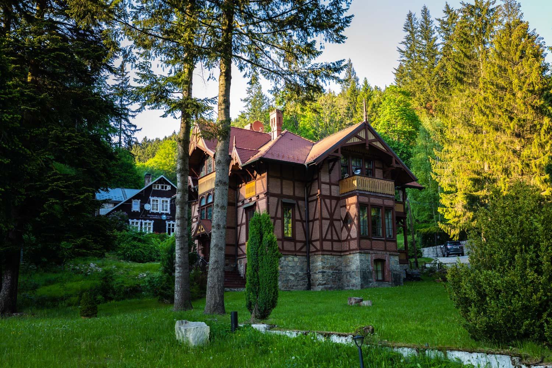 Międzygórze atrakcje; Kotlina Kłodzka; Międzygórze; wille w stylu tyrolskim; Międzygórze wille; Międzygórze architektura;