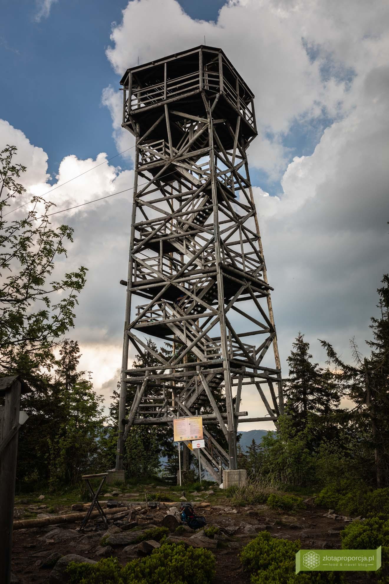wieża na Trójmorskim Wierchu; Masyw Śnieżnika; Trójmorski Wierch; Trójmorski Wierch z Jodłowa; Kotlina Kłodzka, Dolny Śląsk; wieża widokowa Tójmorski Wierch